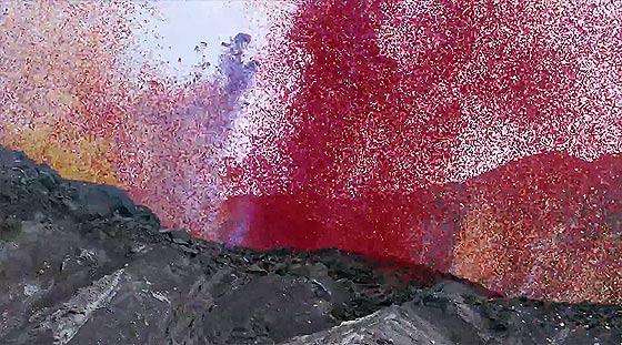 火山の噴火と共に大量の花びらが降り注ぐ、SONYの新しい4K Ultra HDテレビの美しいCM動画『 Sony 4K - Four times the detail 』2
