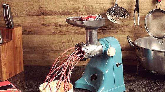 料理の素材の使い方が面白いストップモーションのCM動画『 Super Interessante 』4
