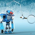 【動画】虫めがねで覗くたびに大きくなっていく生物に、恐れおののくロボットを描いた3DCGアニメーション『SuperBot-A magnifying mess』