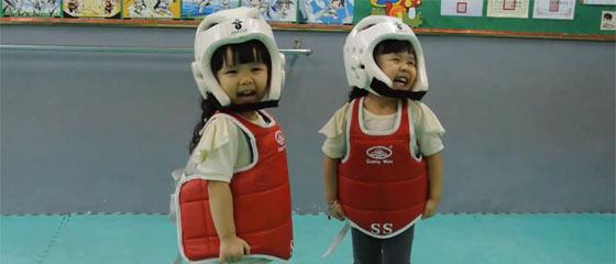 【動画】ナニコレ、超可愛いw テコンドーをする2人の少女がお尻フリフリw