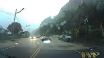 まさに間一髪!すんでの所で落石・土砂災害から助かったドライブレコーダー映像1