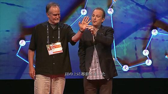 何度見ても分からない?!世界最高の天才スリ師アポロ・ロビンス氏の妙技が素晴らしいTEDでの講演4