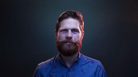 350人以上もの一般人の顔の映像を繋ぎ合わせて作られた、オーストラリアで活動するバンドThe Paper Kitesによる音楽PV『 Young 』3