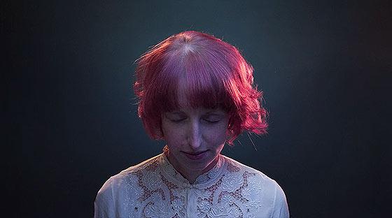 350人以上もの一般人の顔の映像を繋ぎ合わせて作られた、オーストラリアで活動するバンドThe Paper Kitesによる音楽PV『 Young 』4