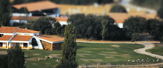 全てがミニチュアサイズに見えて、とても可愛い!ポルトガルののどかな風景をチルトシフトで撮影した映像『 The Village 』3