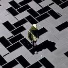 【動画】タイル模様がヌルヌルと動き出す、不思議な無重力感を感じるプロジェクションマッピング映像『 time tilings [stuk] 』