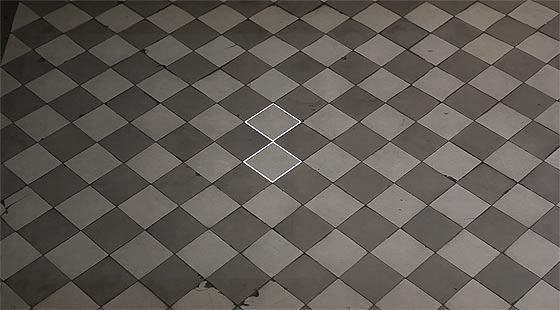 タイル模様がヌルヌルと動き出す、不思議な無重力感を感じるプロジェクションマッピング映像『 time tilings [stuk] 』1