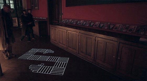 タイル模様がヌルヌルと動き出す、不思議な無重力感を感じるプロジェクションマッピング映像『 time tilings [stuk] 』4