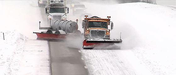 【動画】雪国の強い味方!米国ミズーリ州で採用されている除雪車『TowPLow』の除雪風景が、大型車のドリフト映像な件