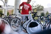 前輪の中に荷物を入れてしまうという、大胆な発想の自転車『 Transport 』13