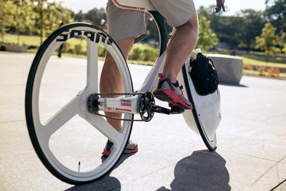 前輪の中に荷物を入れてしまうという、大胆な発想の自転車『 Transport 』15
