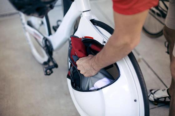 前輪の中に荷物を入れてしまうという、大胆な発想の自転車『 Transport 』3