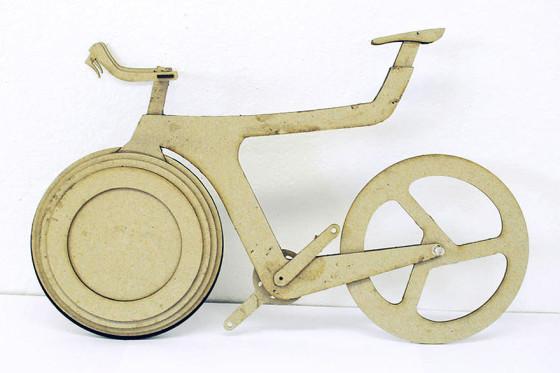 前輪の中に荷物を入れてしまうという、大胆な発想の自転車『 Transport 』6