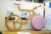 前輪の中に荷物を入れてしまうという、大胆な発想の自転車『 Transport 』9