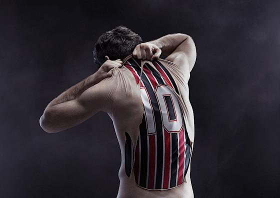ブラジルのサッカーチームのためにデザインされたポスター広告の、分かりやすい制作手順のチュートリアル13