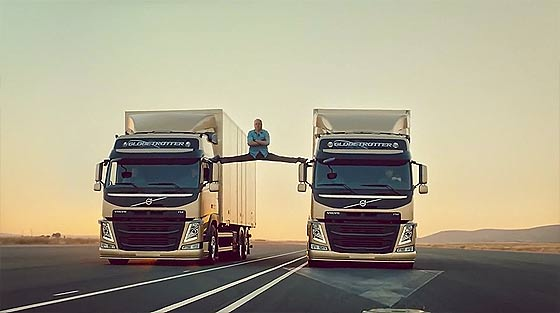 ジャン=クロード・ヴァン・ダムが2台のボルボのトラックの上で大開脚!の映像をカナダ・トロント市長Rob Fordがやってみた!【ネタ】3