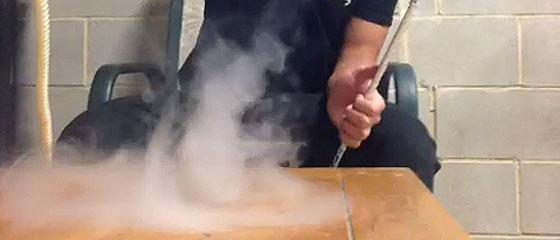 【動画】吐き出したタバコの煙が竜巻に?!最大6秒のループ動画『 Vine 』に投稿された動画が面白い!