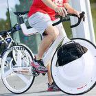 前輪の中に荷物を入れてしまうという大胆な発想でデザインされた、スタイリッシュな自転車『 Transport 』