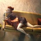 スタイル抜群の美女を家具やピアノと共に水面下で撮影した、とても美しく優雅な水中写真『 Flood 』
