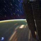 【動画】地上から遥か上空にある国際宇宙ステーション(ISS)から地球を見下ろした、光の軌跡がとても美しいタイムラプス映像